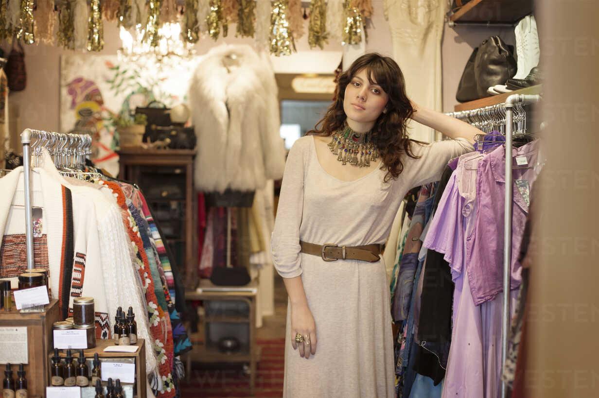 https www westend61 de en imageview cavf19189 portrait of woman leaning on clothes rack at boutique