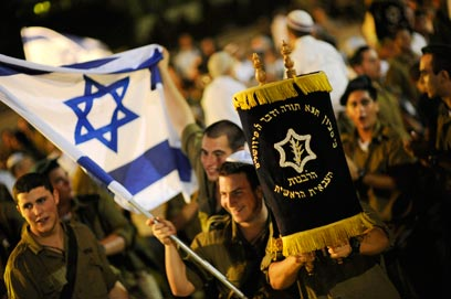 IDF soldiers celebrate Simchat Torah