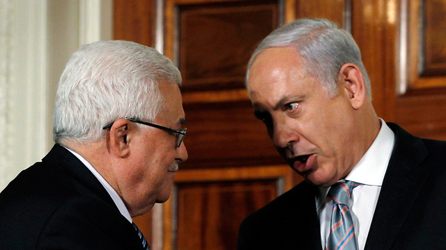 Netanyahu and Abbas. Informal dialogue (Archive photo: Reuters)