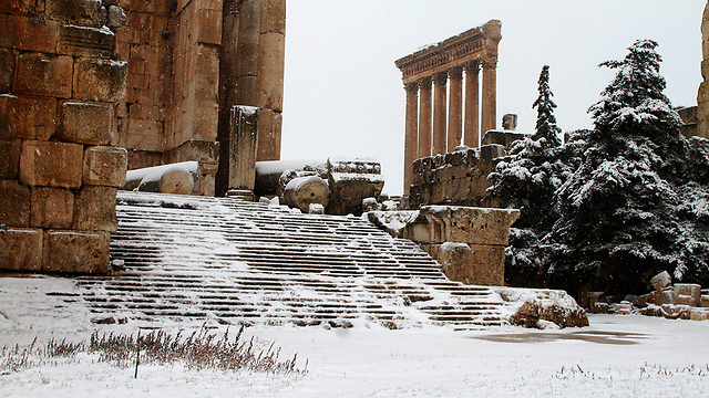 Snow at Baalbek temple in Lebanon (Photo: AFP)