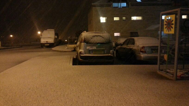 First snow in Kiryat Arba (Photo: Hebron Spokesperson)