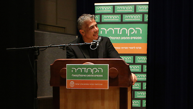 Lapid at Tel Aviv panel event, Friday morning (Photo: Yaron Brener)