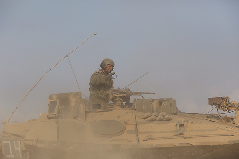 IDF tanks withdrawing from Gaza. Troops with South African citizenship may face prosecution when returning home. (Photo: Gil Yochanon)