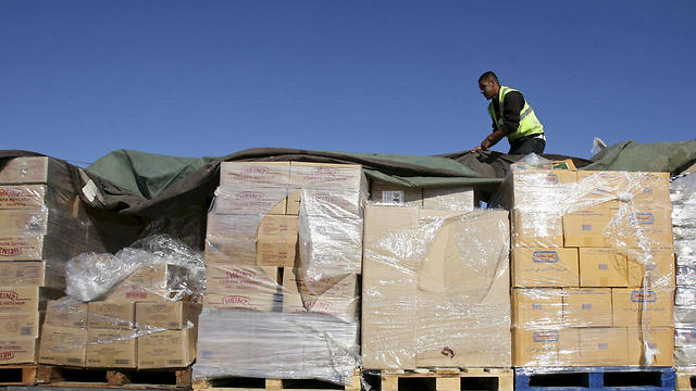 Palestinian worker checks a truck loaded with aid (Photo: AP)