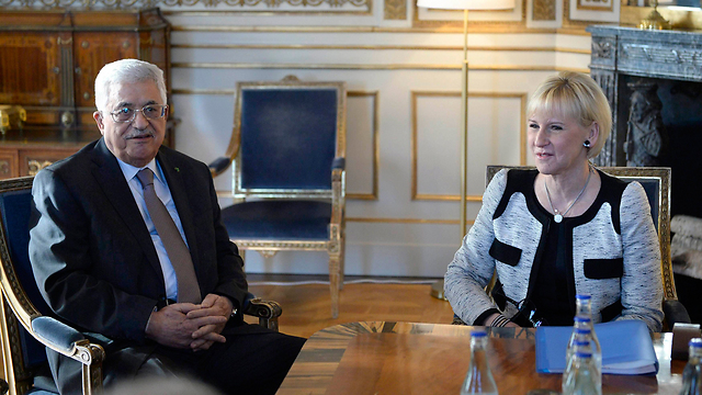 Swedish Foreign Minister Margot Wallstrom with Palestinian President Mahmoud Abbas (Photo: Reuters)