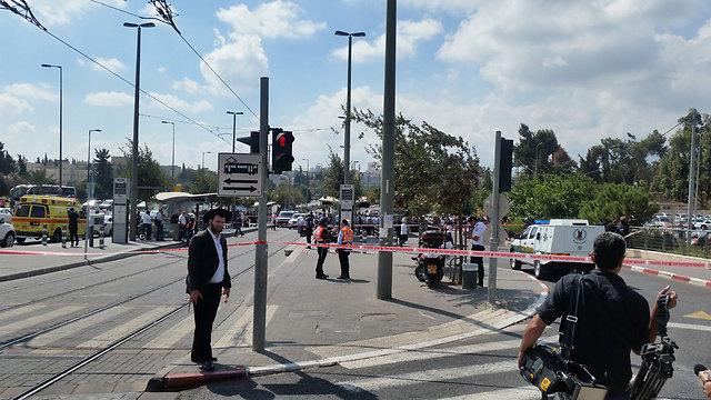 Scene of stabbing (Photo: Eli Mandlebaum)