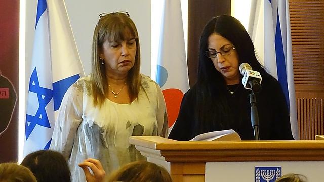 """אחיותיו של אריאל רוניס ז""""ל (צילום: אריאל איתן, לע""""מ)"""