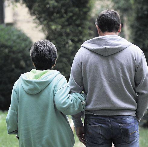 ההורים. מבקשים טיפול לבנם (צילום: אבי מועלם)