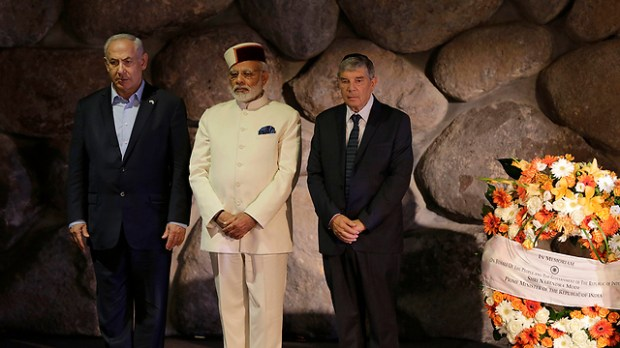 Netanyahu and Modi visit Yad Vashem (Photo: AP)