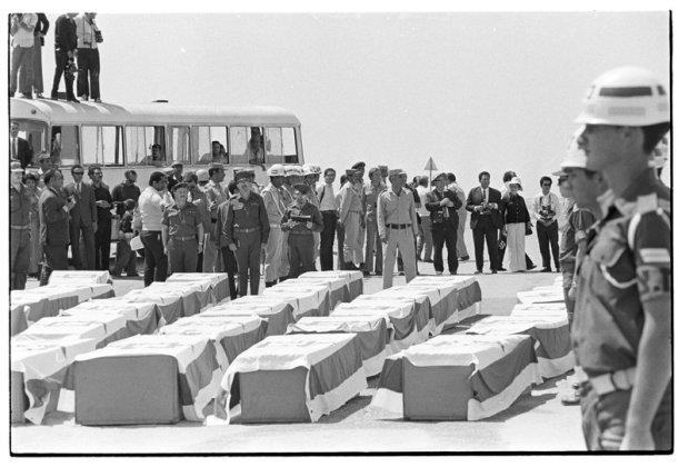 Возвращение на родину тел погибших. Фото: Давид Рубингер