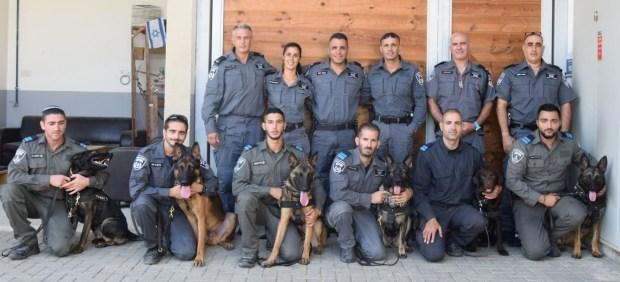 Выпускники и преподаватели курса. Фото: пресс-служба полиции