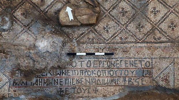 Греческая надпись. Фото: Саша Плит