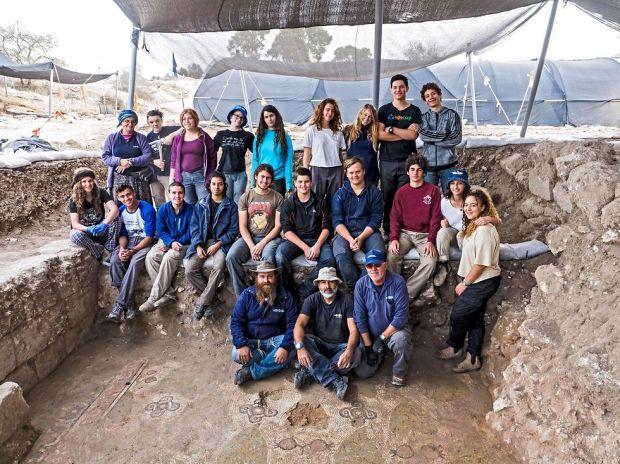 Археологи и их помощники. Фото: Асаф Перец