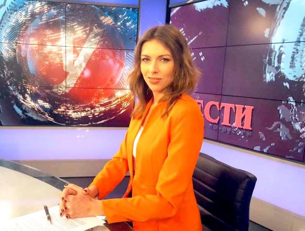 Ноа Лави, журналист и ведущая, в студии Вести-ynet
