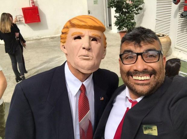 Узнаете? Это же знаменитое селфи Орена Хазана с Дональдом Трампом