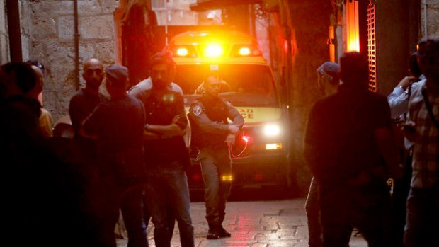 Парамедики и военнослужащие у места теракта. Фото: Охад Цвайгенберг (Photo: Ohad Zwigenberg)