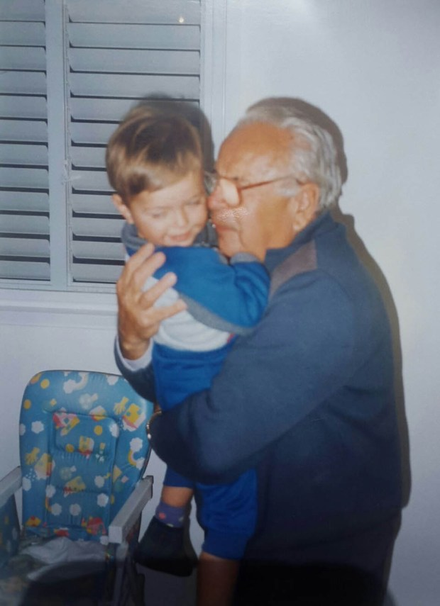 Дедушка и внук. Фото: семейный архив