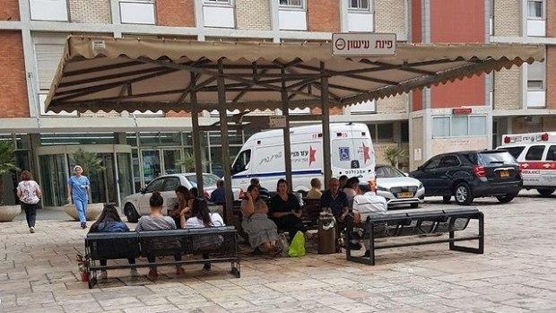 """Место для курения в больнице """"Хадасса Эйн-Керем"""". По новым правилам курить там будет запрещено. Фото: Инбар Тойзер"""