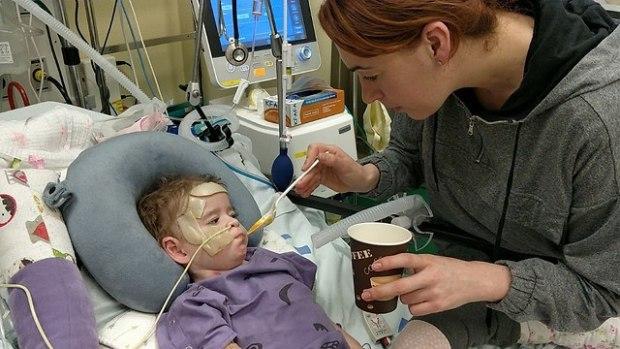 Эмма в больнице. Фото из семейного архива