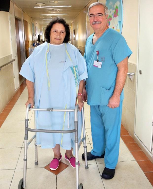 "Доктор Даниэль Левин и его пациентка Изольда Шустер. Фото: Петр Флитер (пресс-служба ""Рамбам"")"