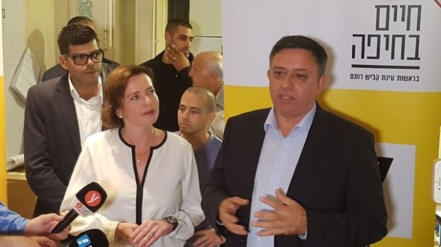"""С лидером партии """"Авода"""" Ави Габаем. Фото: Идо Эрез"""