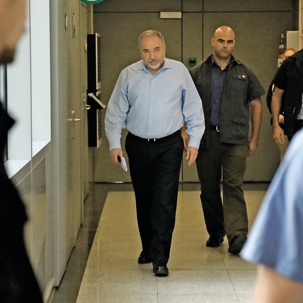 Либерман уходит... Фото: Шауль Голан
