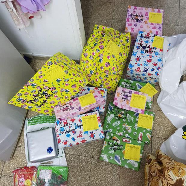 """Арина купила подарки для 17 детей. Фото: движение """"Вместе мы - сила"""""""