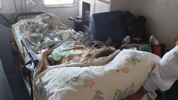 Эвакуация больной 6-летней девочки. Фото: IMA