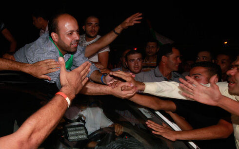 Welcome Gazan prisoners released by Israel to deal with free soldier Gilad Shalit in 2013
