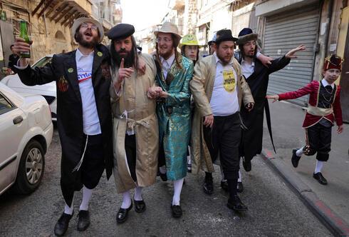 מתחפשים במאה שערים בירושלים