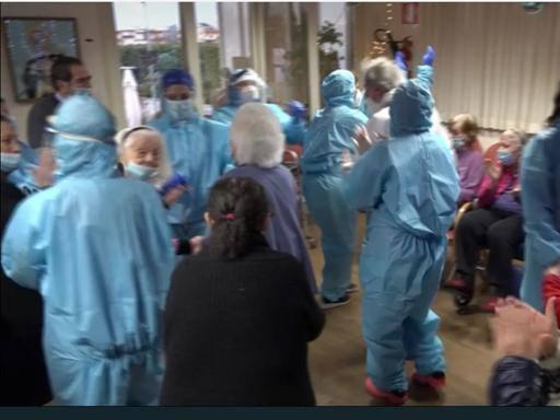 Dopo i canti e i balli per il vaccino Muoiono due anziani nella Rsa