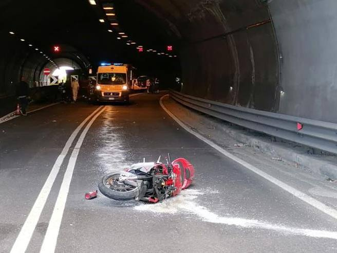 Dongo, incidente in galleria: morto motociclista di 47 anni sulla Statale Regina