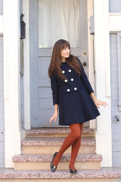 Vintage-ferragamo-shoes-vintage-coat-hue-tights_400