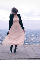 https://i0.wp.com/images2.chictopia.com/photos/FashionisaPlayground/9074989658/light-pink-h-m-dress-black-zara-coat_med.jpg
