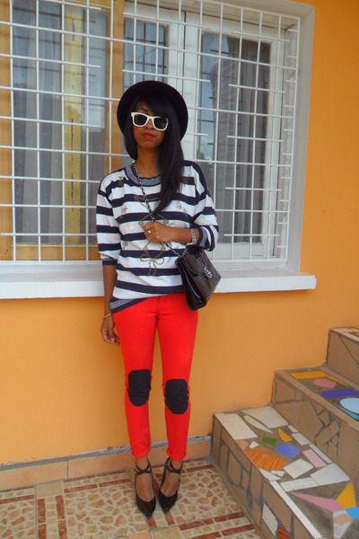 Red-skinny-with-diy-knee-pads-jeans-h-m-hat-navy-nautical-striped-sweater_400