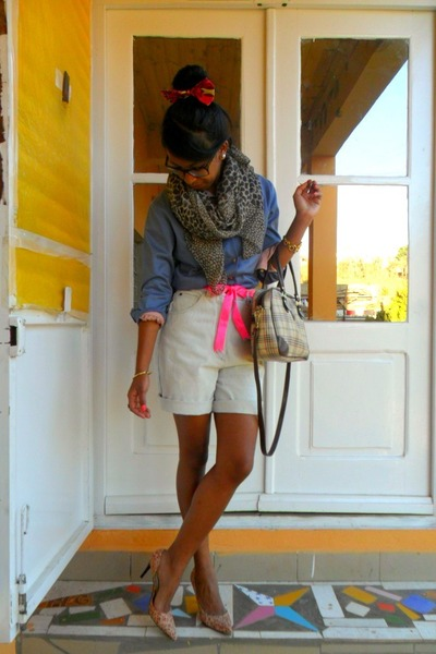 Louis-vuitton-shirt-leopard-scarf-time-bag-casual-denim-shorts_400