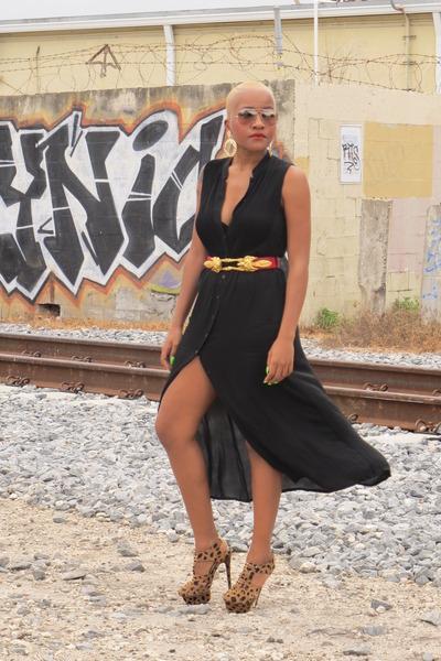 Black-emanuel-ungaro-dress-gold-aviator-ray-ban-sunglasses_400