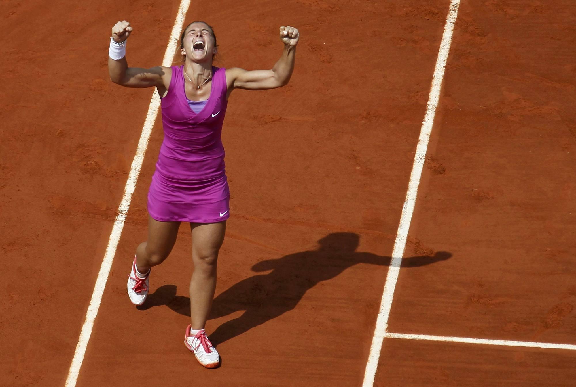 Sara Errani esulta in un match del Roland Garros (Reuters)