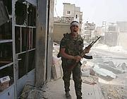Un ribelle vicino ad Aleppo (Reuters)