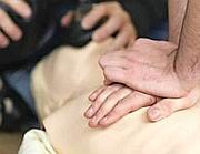 Massaggio cardiaco su un manichino