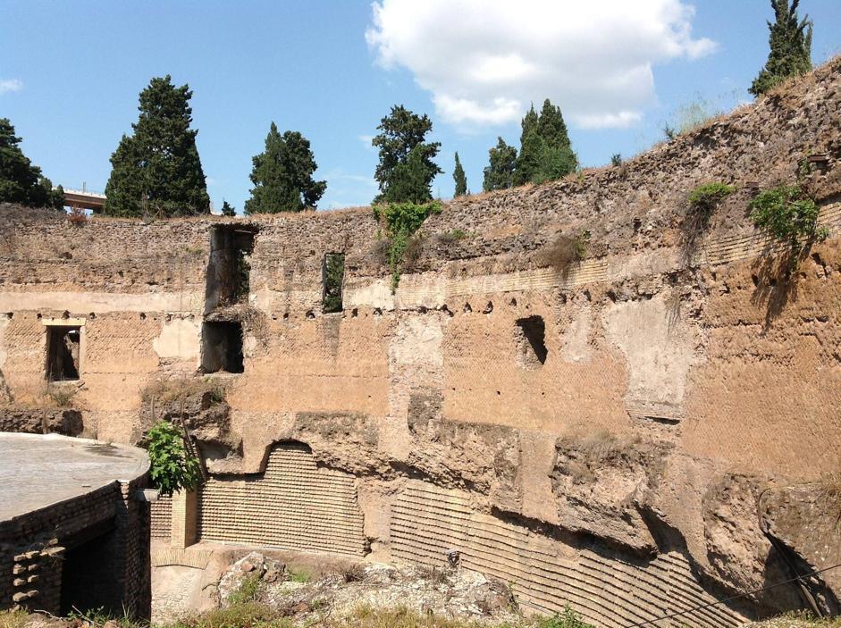 il Mausoleo di Augusto è in fase di restauro dal 2008. I materiali archeologici, che si trovano per lo più all'esterno della cella sepolcrale, avrebbero dovuto essere ospitati in strutture temporanee