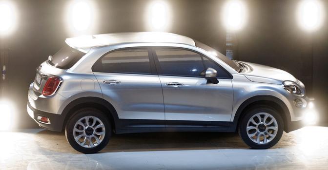 La nuova Fiat 500X apparsa a Torino durante la presentazione della 500l, la monovolume che arriverà sul mercato dopo l'estate. Per il crossover compatto, invece, bisognerà attendere ancora un bel po': il debutto è  previsto per la fine del 2013. Reuters/Perottino)