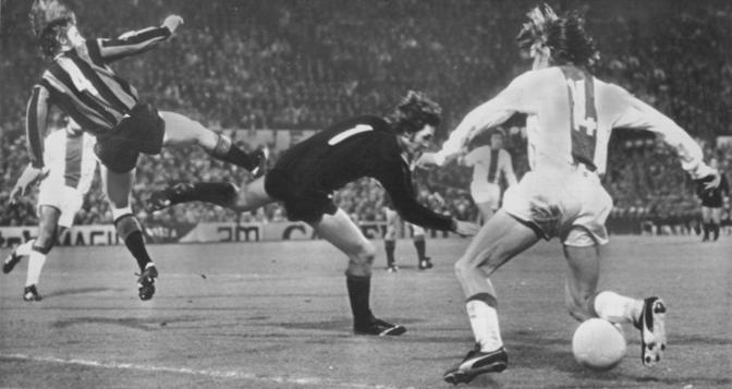 Cruijff in azione contro l'Inter nella finale della Coppa dei campioni del 1972
