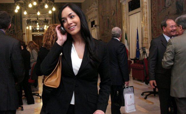 Mara Carfagna Compie 40 Anni Dalla Tv Alla Politica La