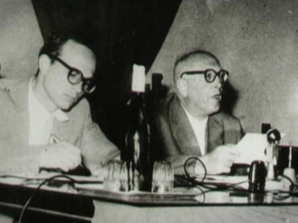Da sinistra: Bettino Craxi (1934-2000) con Pietro Nenni (1891-1980) in un'immagine tratta dal documentario La mia vita è stata una corsa, prodotto da Stefania Craxi