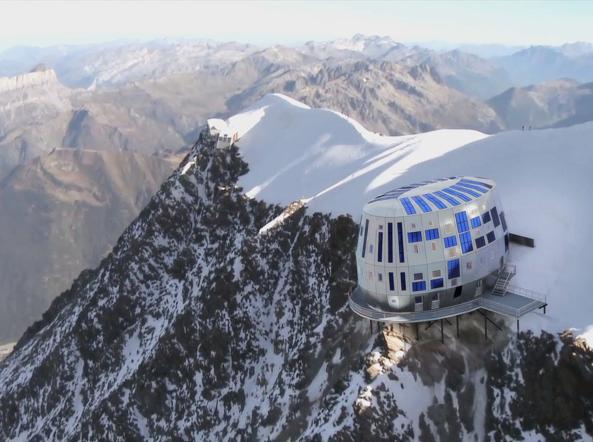 Monte Bianco accessi limitati Troppi turisti rischi per il sovraffollamento  Corriereit