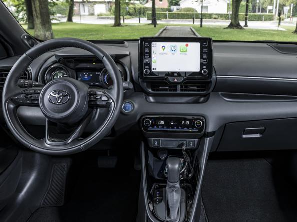 Odometer and digital power system indicator; 10-inch display; automatic transmission with Eco, Sport and Normal variator: here are the controls of the new Yaris