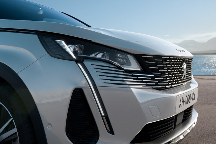 Peugeot, how the suv 3008 changes