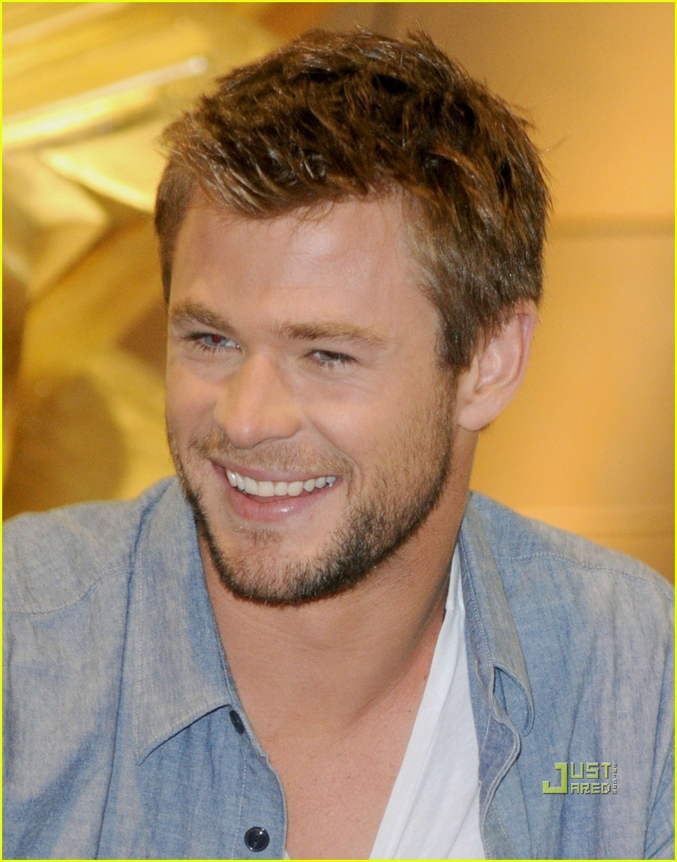 Chris @ 2010 Comic Con - chris-hemsworth photo