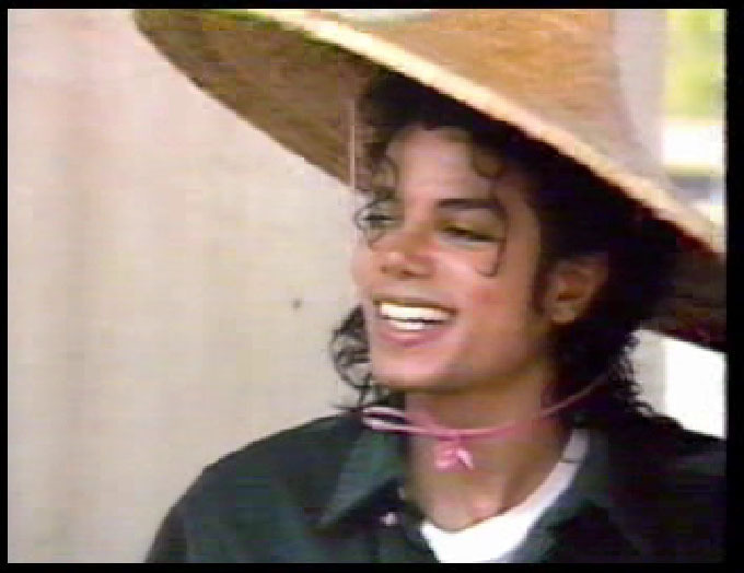 https://i0.wp.com/images2.fanpop.com/image/photos/14200000/China-1988-michael-jackson-14278153-680-524.jpg